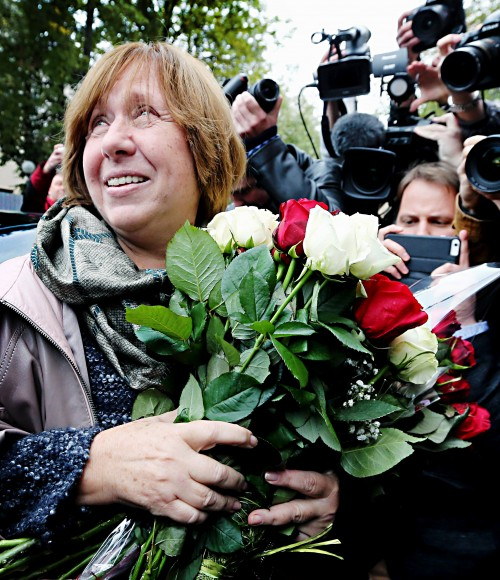 epa04968790 Belarussian writer and journalist Svetlana Alexievich arrives for a press conference in Minsk, Belarus, 08 October 2015. Alexievich has won the 2015 Nobel Prize in Literature, The Swedish Academy announced in Stockholm on 08 October 2015. EPA/TATYANA ZENKOVICH